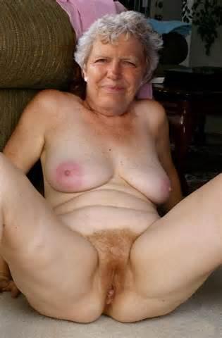 Vieille Mature Granny Outdoors Voyeur Upskirt culotte seins cul 4 Jpg