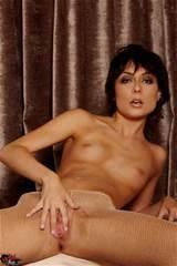 Zoe Voss doigte sa chatte en bas Beige Sexy VIP zone 18