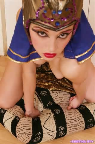 Sexy Nude égyptien princesse mignonne petite Kristina Dressed As A