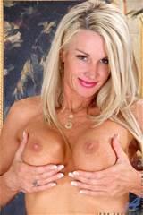 Sadie Com femmes mûres plus chic sur le Net avec Sadie Jena