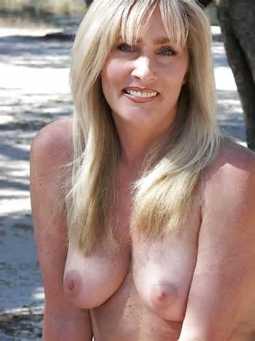 Photos de vraies femmes au foyer nue Topless ou juste un peu coquine 4 44