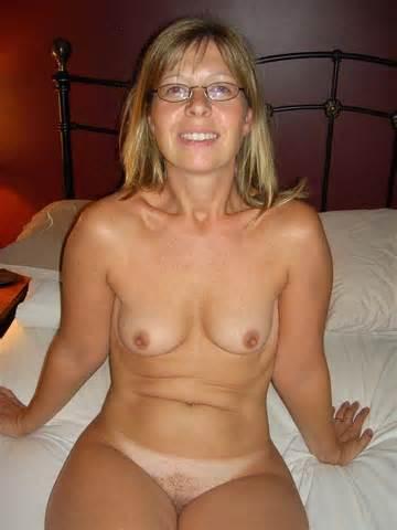 Vraies femmes au foyer nue nue