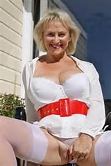 Real British Mature MILF avec des seins naturels 32GG le Blog de Dame poilue